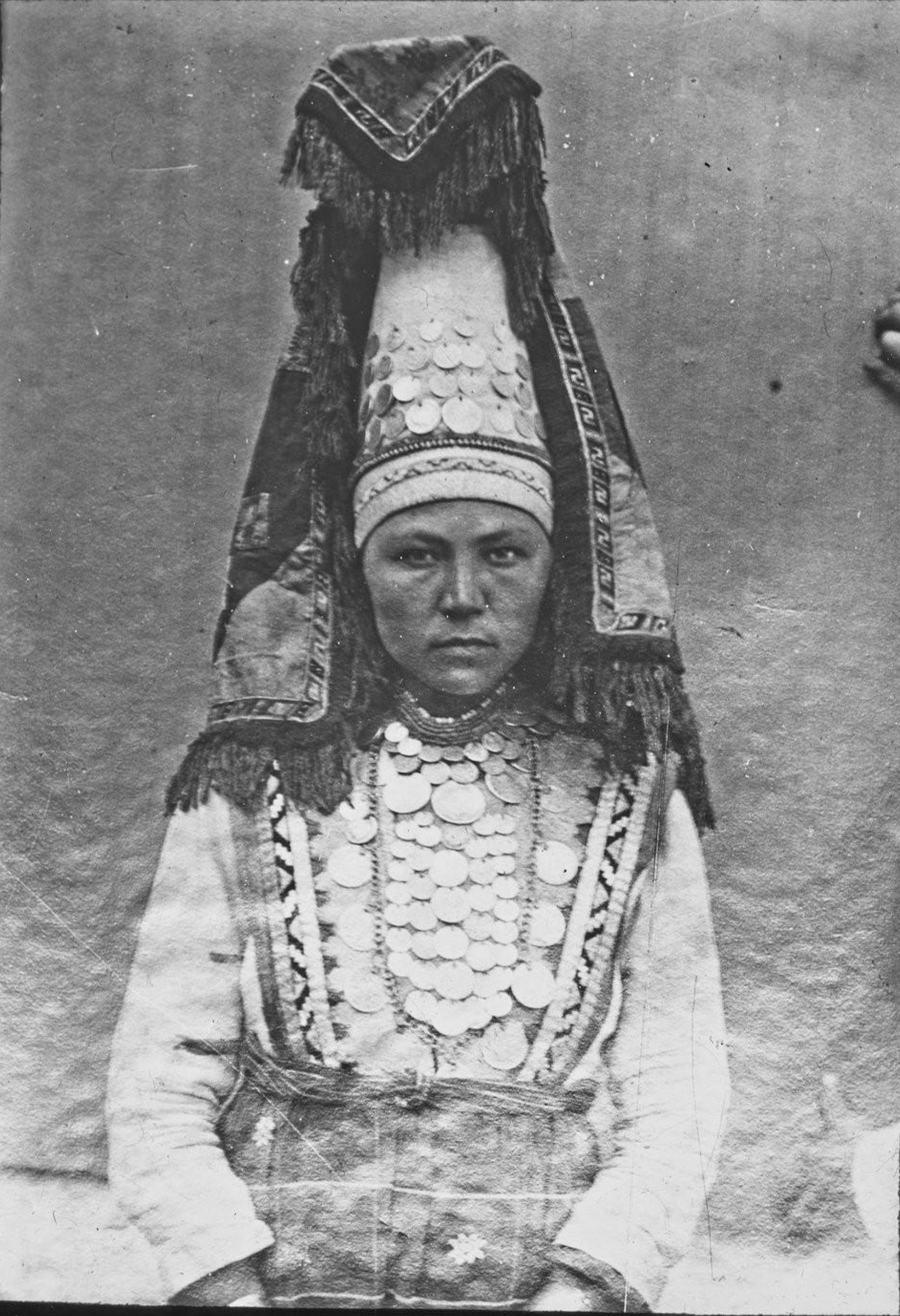 Вятская губерния. Вотячка невеста в окрестностях Елабуги