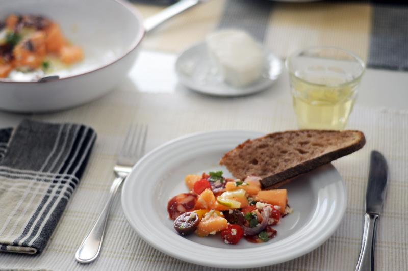 Salada de meloa, choriço e requeijão de cabra