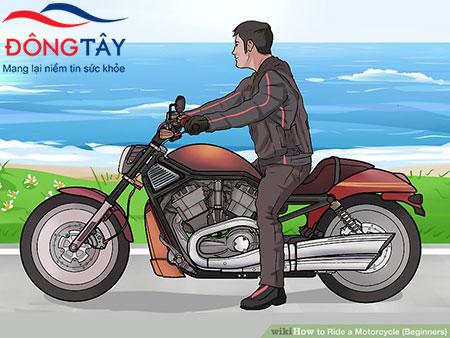 Người bệnh sau phẫu thuật thay van tim không được đi xe máy trong 4 – 6 tuần đầu tiên