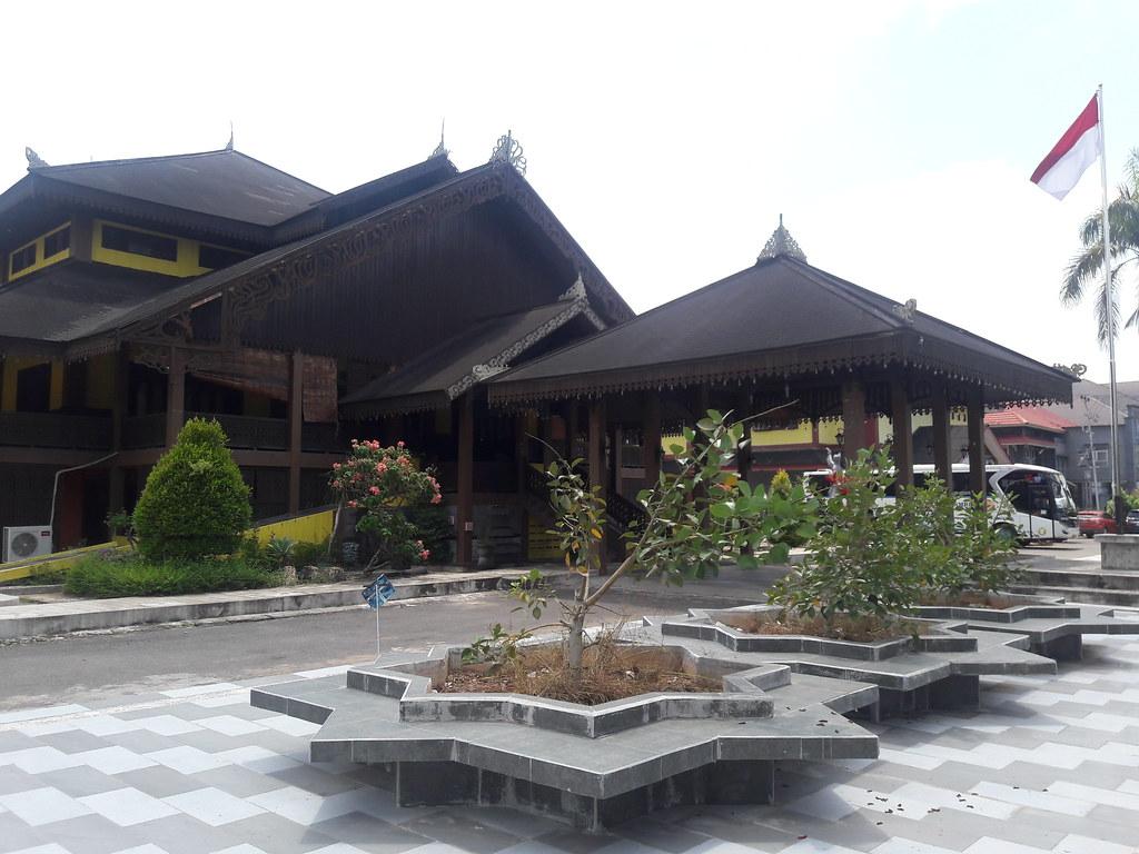 Journey to Borneo Part 3: Kuching-Pontianak overland ...
