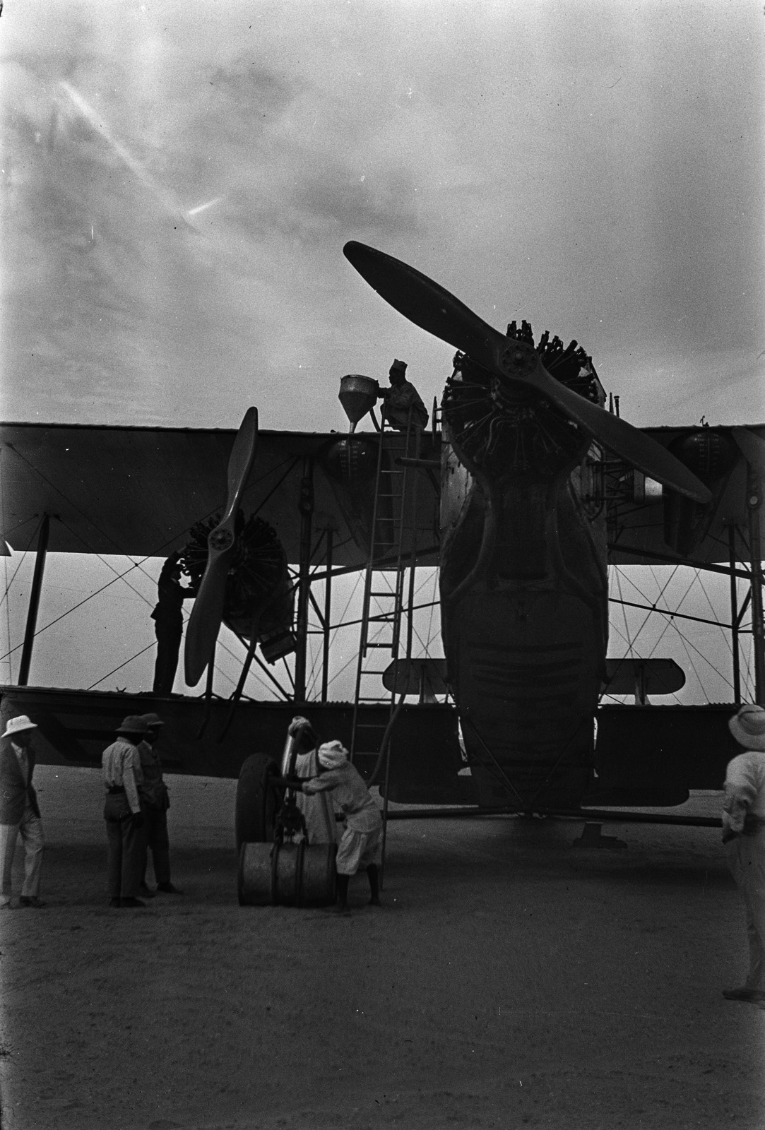 Судан. Вади-Халфа. Заправка английский авиалайнера