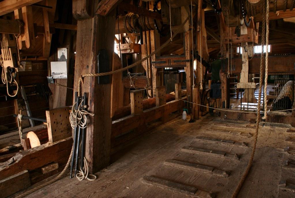 Mécanisme du moulin-scierie. C'est assez superbe et très ingénieux.