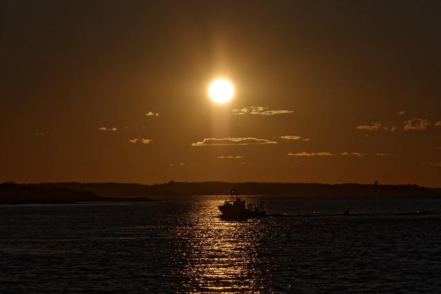 Returning fishing boat, RICOH PENTAX K-70, smc PENTAX-DA 18-135mm F3.5-5.6 ED AL [IF] DC WR