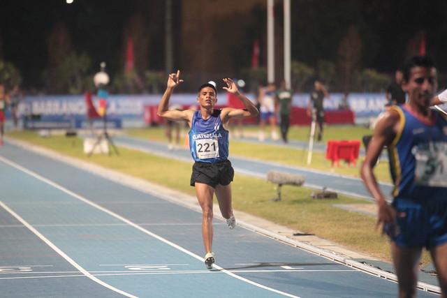 Mario Pacay medalla de plata en 5 mil metros