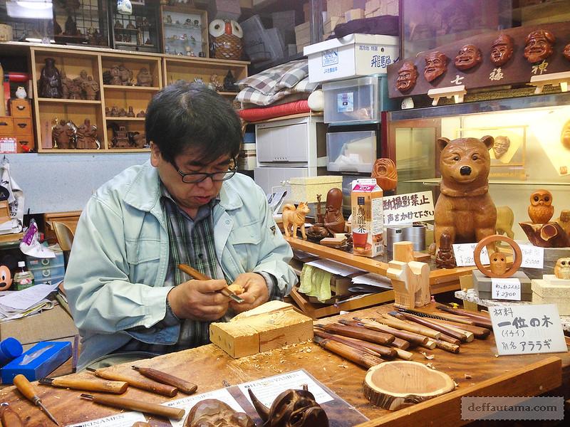 Babymoon ke Jepang - Woodcarver