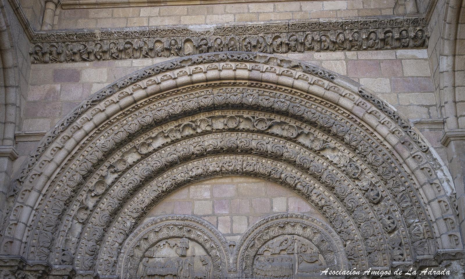 Detalles de la portada occidental de la Iglesia de San Vicente