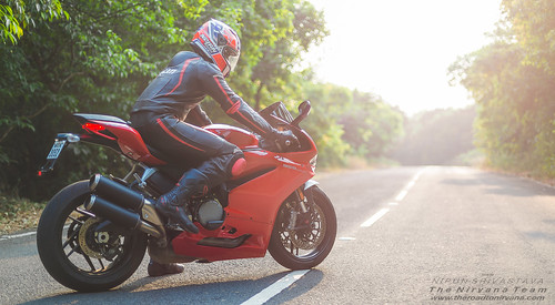 Big Bike - Empty Street - Panigale 959.