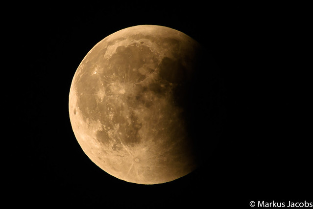 lunar eclipse, Nikon D500, AF-S Nikkor 300mm f/4E PF ED VR