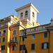Case, altane, campanili, cupole e tetti a livelli differenti...