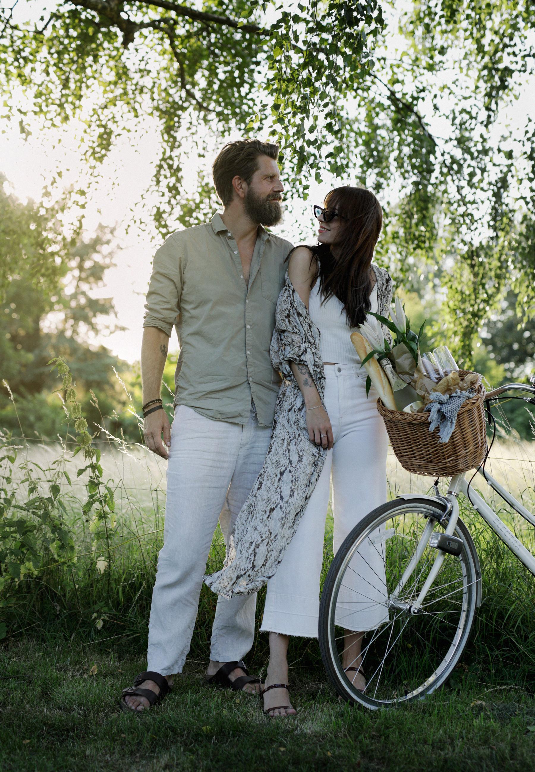 freixenet sommer auf euch frauen picnic couple lovers sunset cava schaumwein hochsommer modeblog modeblogger styleblog fashionbloggers catsanddogsblog max bechmann ricarda schernus düsseldorf 5