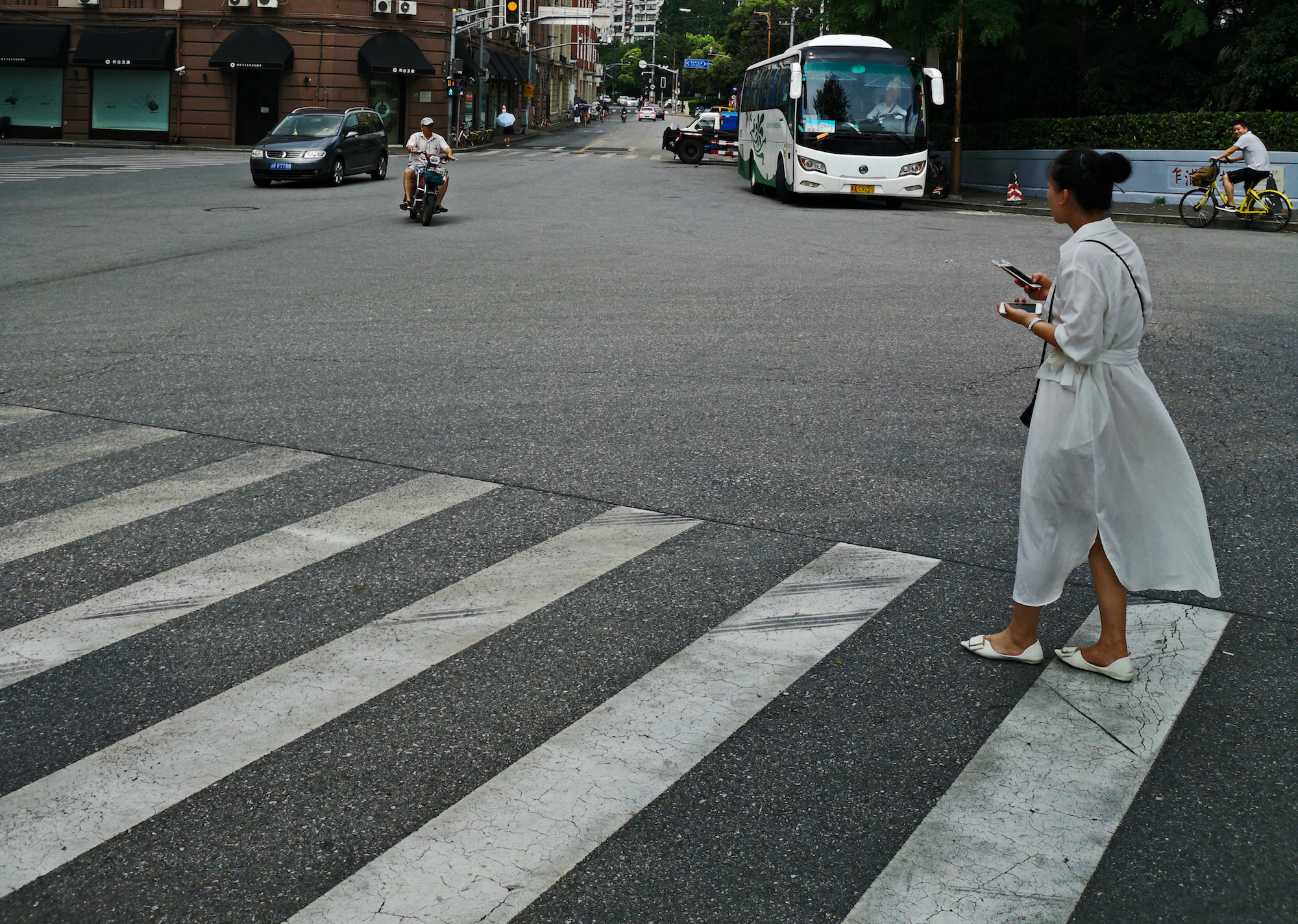 Women-Crossing-Road-Shanghai