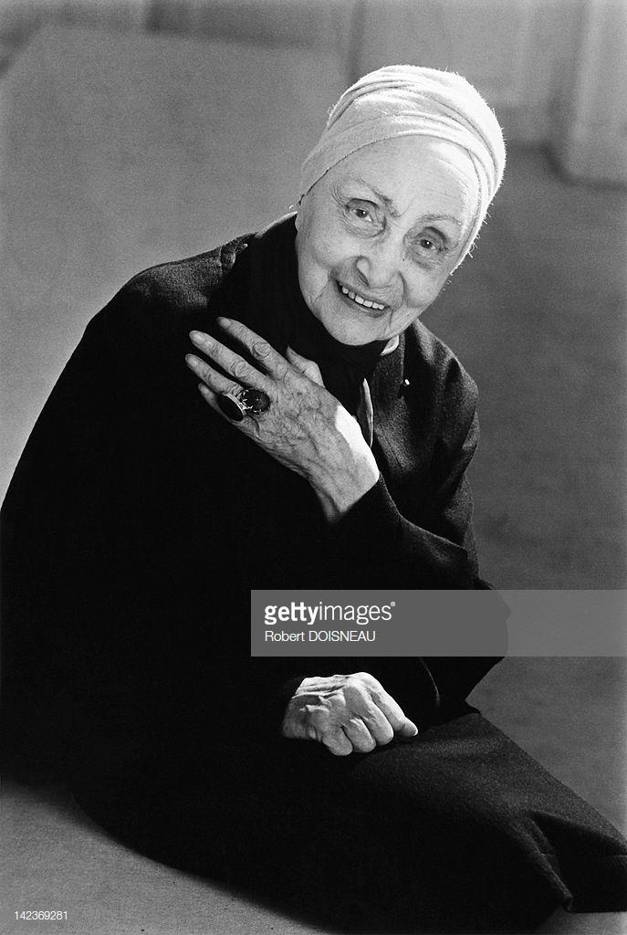 1985. Портрет французского дизайнера г-жи Грес