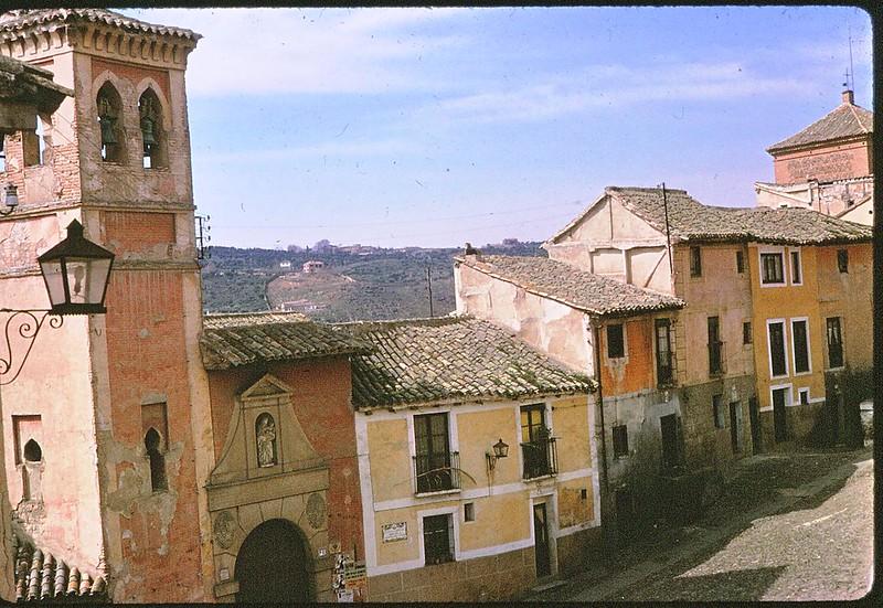 Iglesia de San Cipriano de Toledo en abril de 1963. Película Kodachrome. Donación de la familia Burgos.