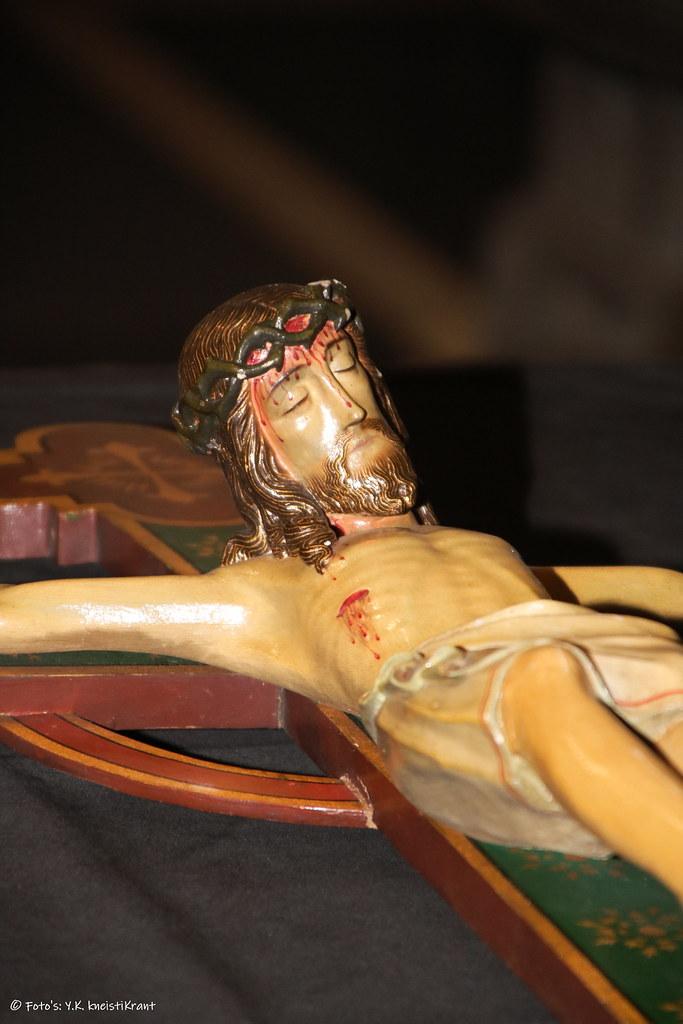 Kruisbeeld uit Raadzaal gemeentehuis naar St Antonius Kerk