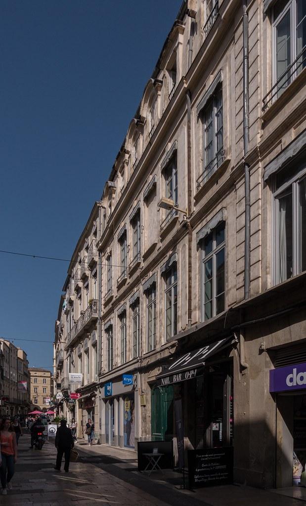 Montpellier : ville d'ombre et de lumière... 40945512034_d6d903b791_b