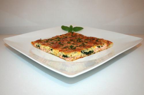 12 - Salmon spinach cake - Side view / Lachs-Spinat-Kuchen - Seitenansicht