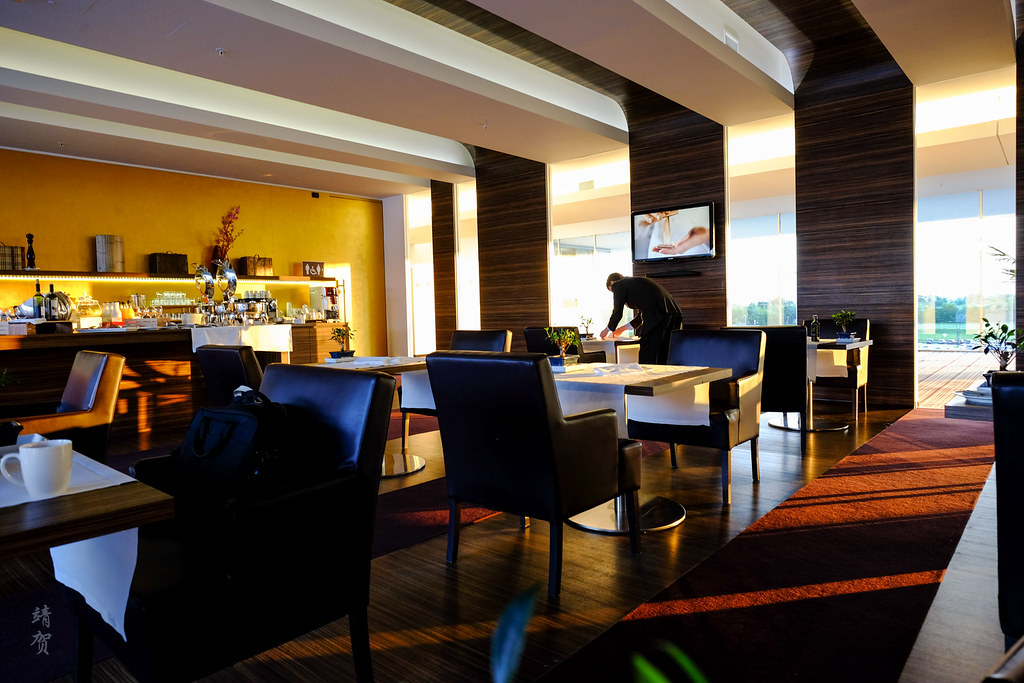 Club Lounge dining area