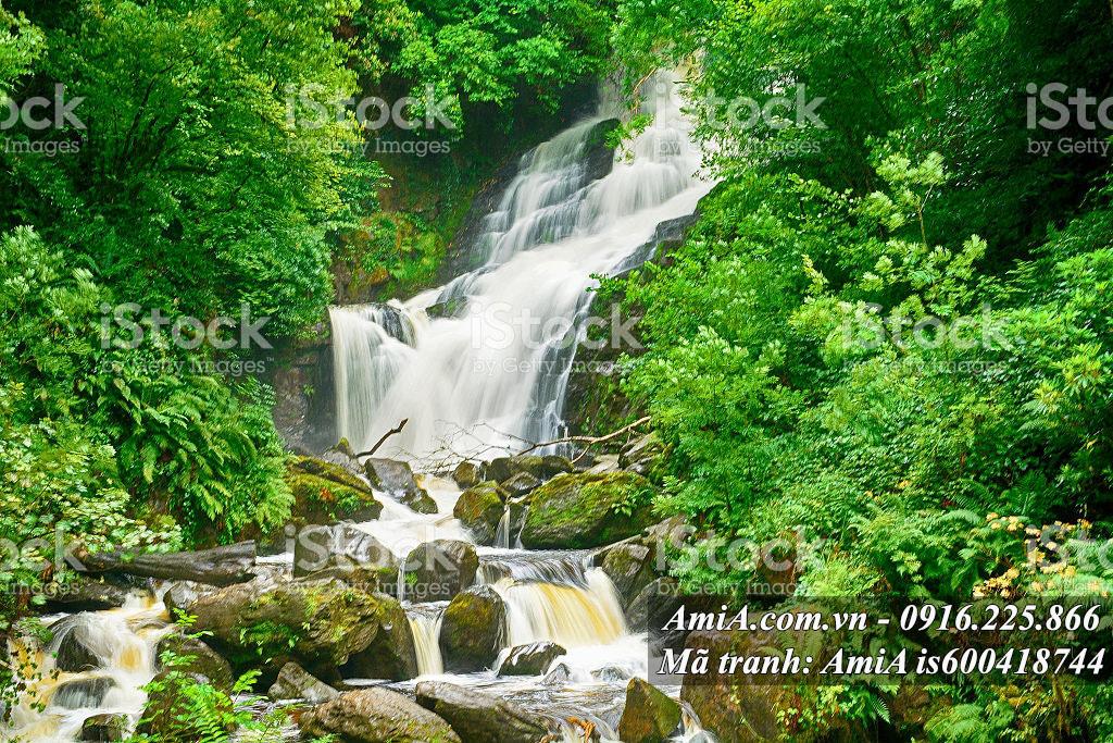 Tranh thiên nhiên thác nước trong rừng đẹp hợp phong thủy