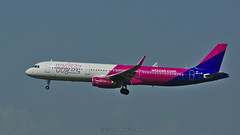 Airbus A321-231 / Wizzair / HA-LXP - Photo of Bailleul-sur-Thérain