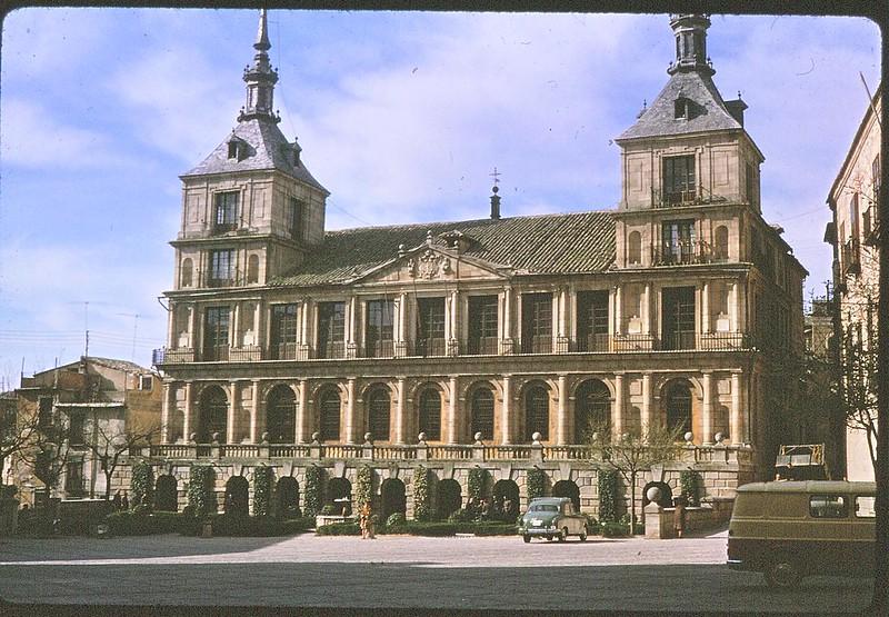 Ayuntamiento de Toledo en abril de 1963. Película Kodachrome. Donación de la familia Burgos.
