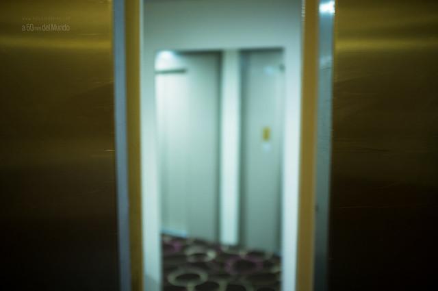 A ese lado de la puerta