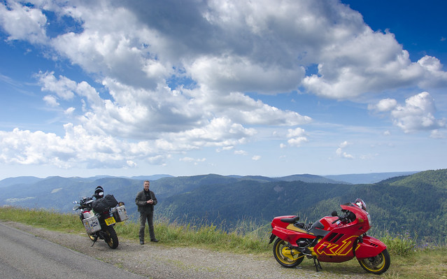 I met a German guy with this clean BMW K1 in the Vosges, France.