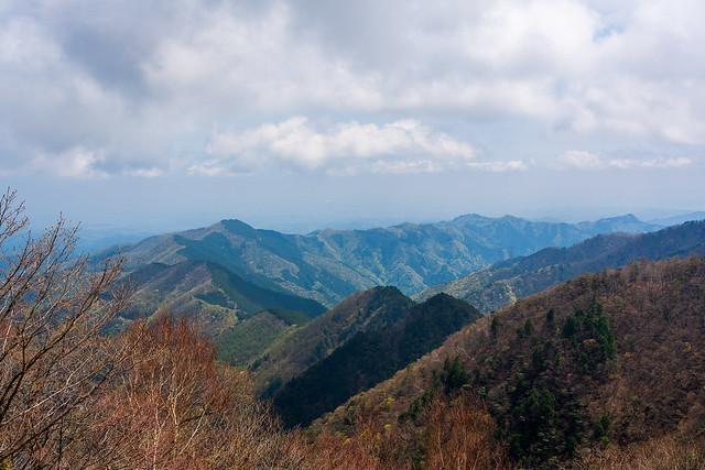 日向沢ノ峰からは高水三山へ連なる@51号鉄塔