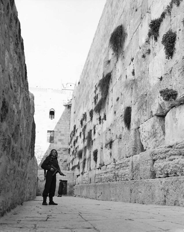 Thompson-SMG-arab-wailing-wall-jerusalem-19480223-hlj-1