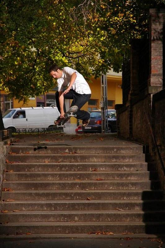 Balint_Skateing_Budapest2005full_darky_boneless
