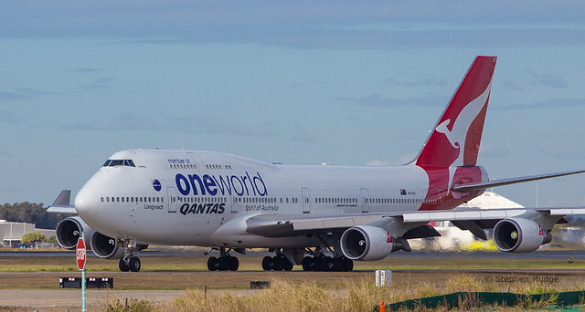 VH-OEF departing as QF15 to LAX