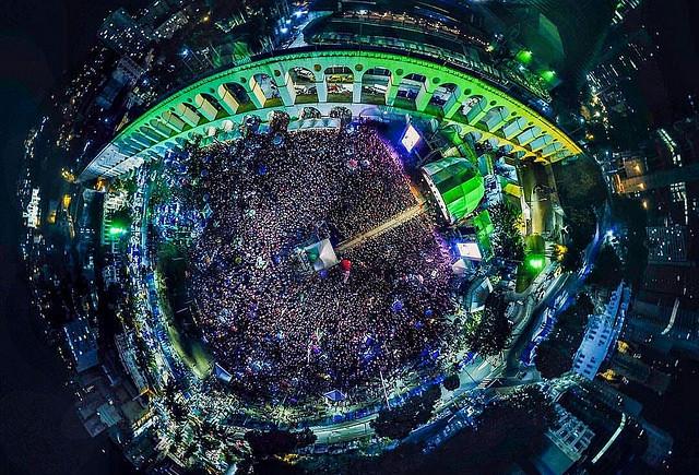 Foto aérea de Lapa, Rio de Janeiro, durante las presentaciones del Festival Lula Libre - Créditos:  Rafael Vilela/Mídia Ninja