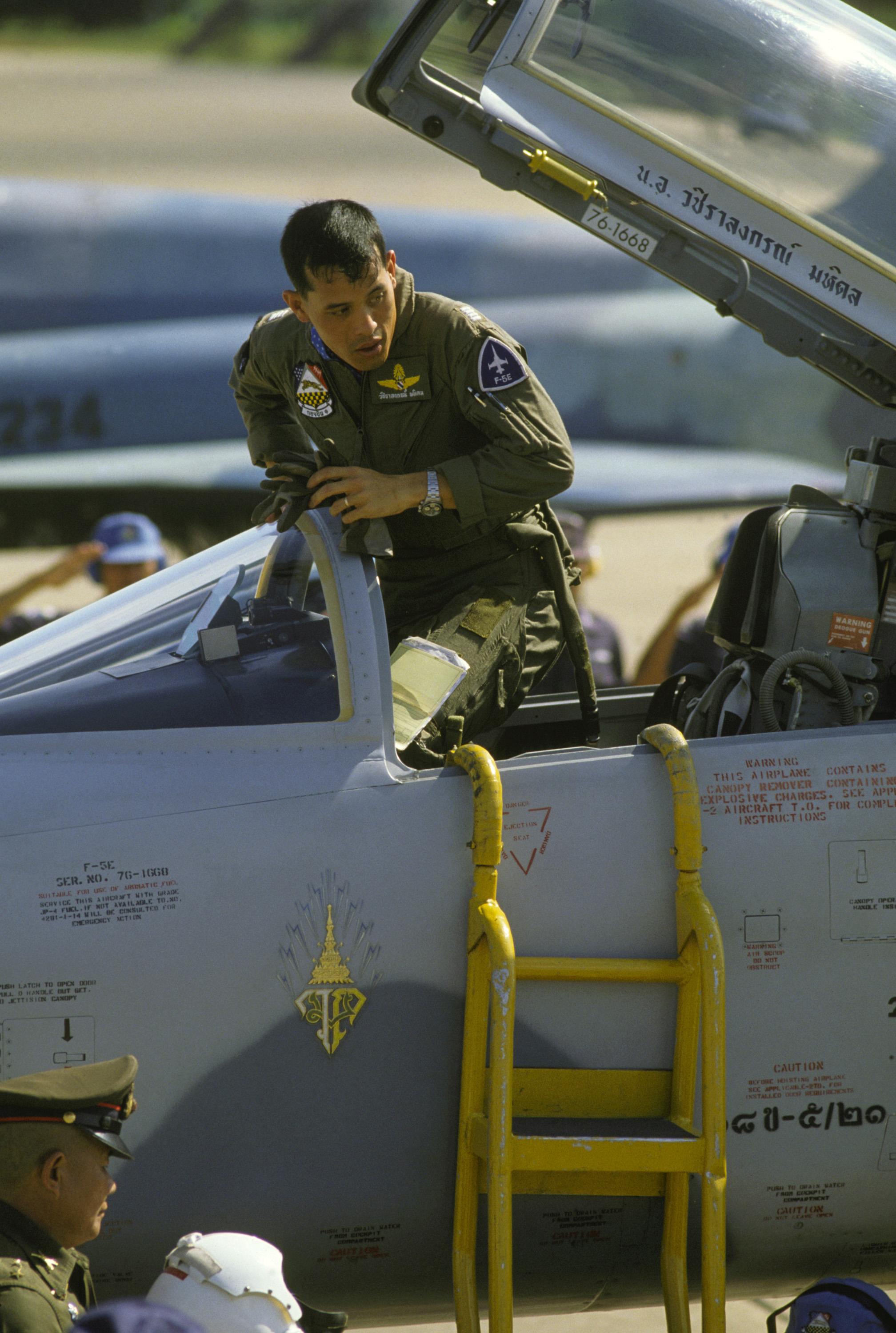 His Royal Highness Vajiralongkorn of Thailand climbs out of the cockpit of an F-5E Tiger II aircraft upon his arrival at the base during COMMANDO WEST IX, a joint US and Thailand training exercise. Photo taken on October 15, 1985.