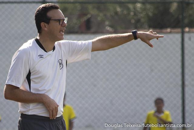 Elder Campos, técnico do Sub-15 da Portuguesa Santista