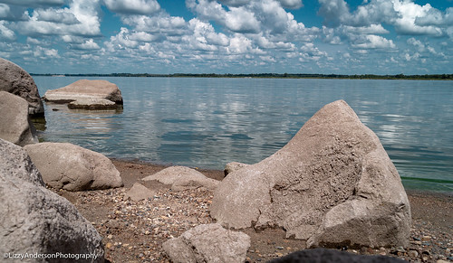 minnesota unitedstates us chippewa statepark minnesotastatepark july 2018 summer lake water beach clouds sky lacquiparlestatepark rock rocks largerocks