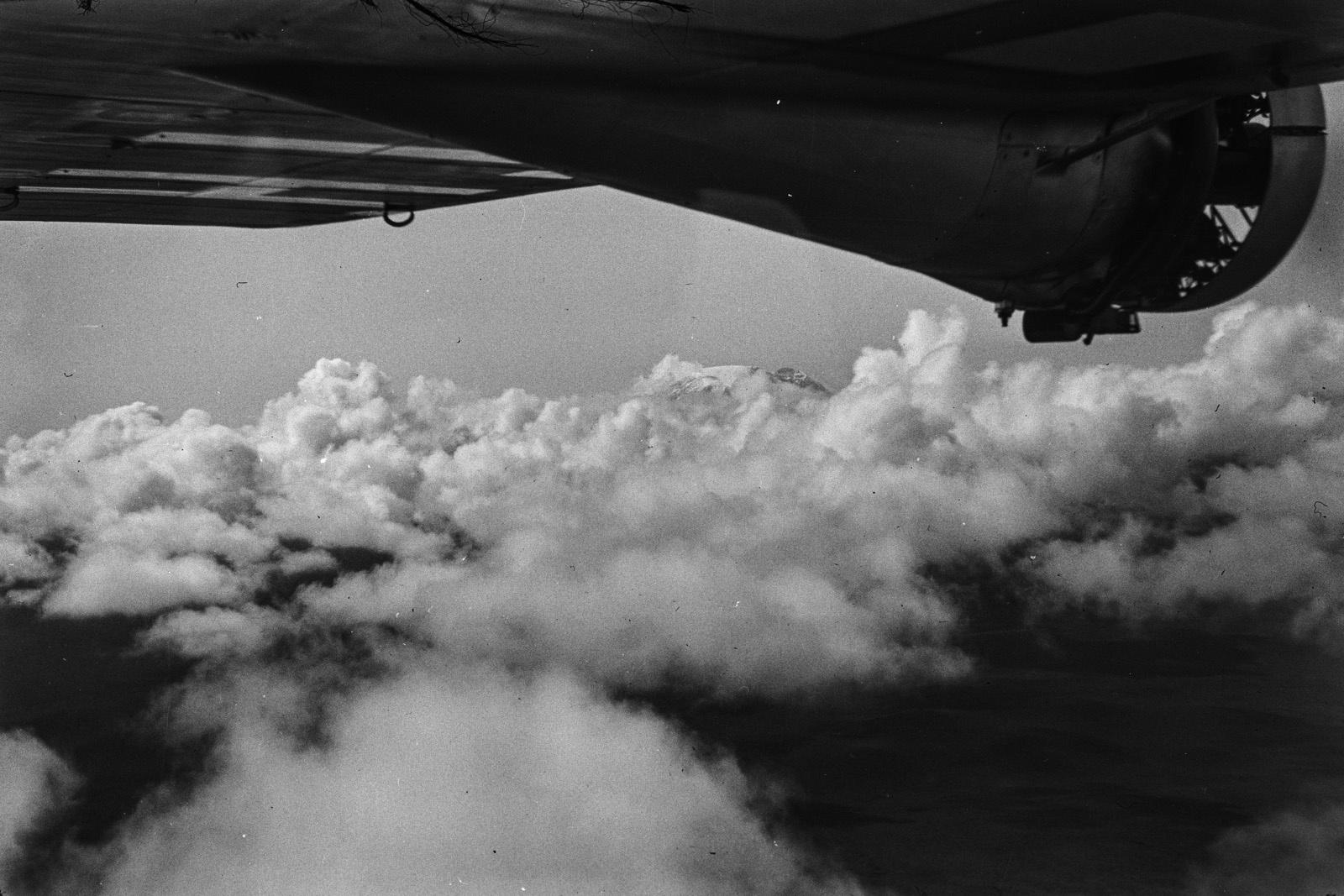 Танзания. Облака окутывают Килиманджаро
