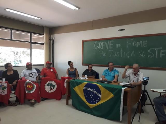 Seis dos mais de dez grevistas concederam entrevista coletiva nesta segunda (30) - Créditos: Neudicleia Neres de Oliveira