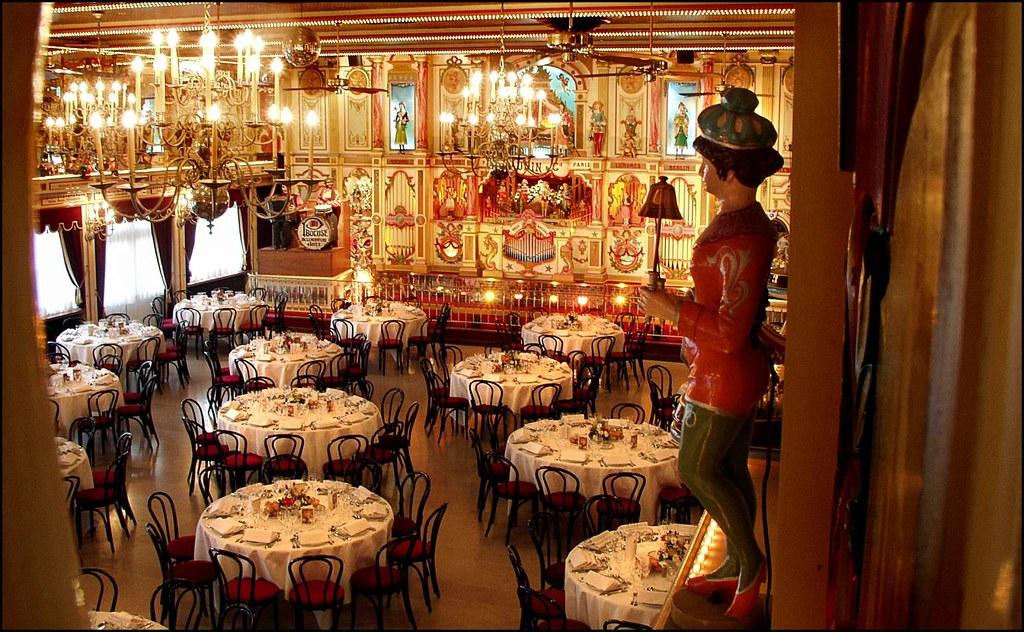 L'Auberge du Pont de Collonges -ravintola sijaitsee Saône-joen rannalla viidentoista minuutin ajomatkan päässä Lyonin keskustasta.