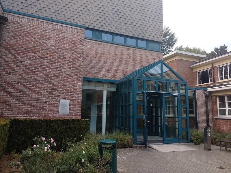 entrada piscina  - 28780440807 43cb4e04d6 c - La piscina de la KU Leuven