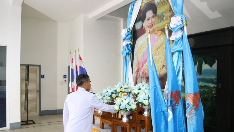 Honoring the image of the Queen Mother on Thai Mother's Day