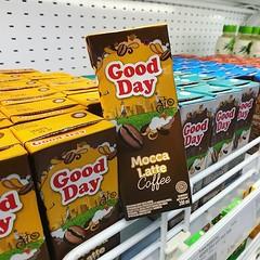 這句澳洲俚語一下子燃起我的浪旅起點,感恩我仍在旅途中,Good day! 【浪遊旅人】https://ift.tt/1zmJ36B #backpackerjim #goodday #supermarket #drink #coffee #moccalatte #jalanmalioboro #yogyakarta #java #indonesia