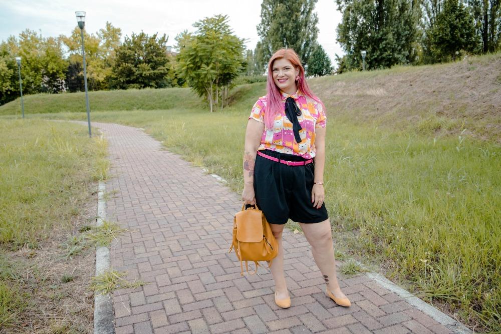 realizzazione di un progetto di cucito, outfit plus size, camicetta (12)