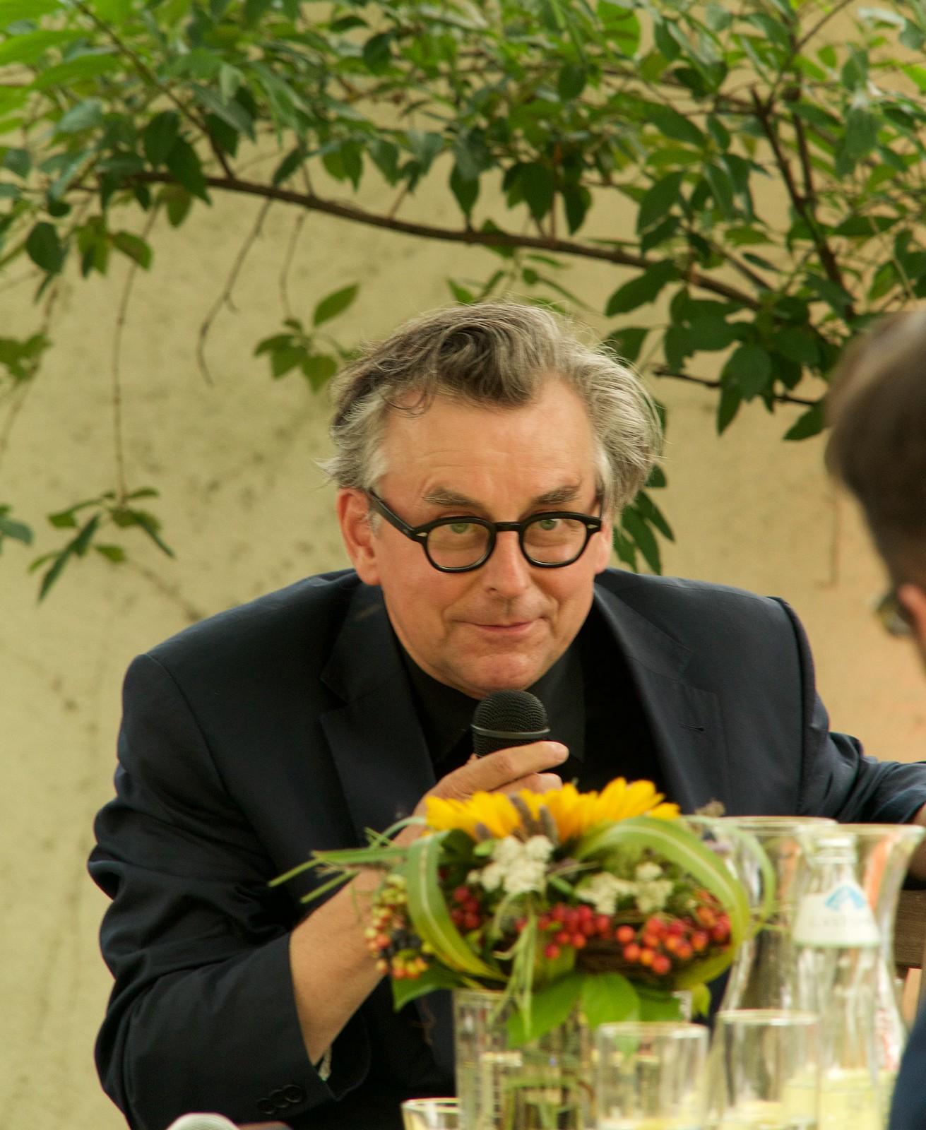"""""""Der Glaube"""" beim Gartenfest des Erzbischofs"""