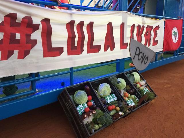 Marcha Lula Livre doa alimentos saudáveis para instituições de Valparaíso