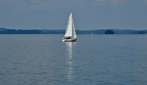Hot weather continues... ⛵ Summer 2018, Finland. A lone white sailboat on the lake.