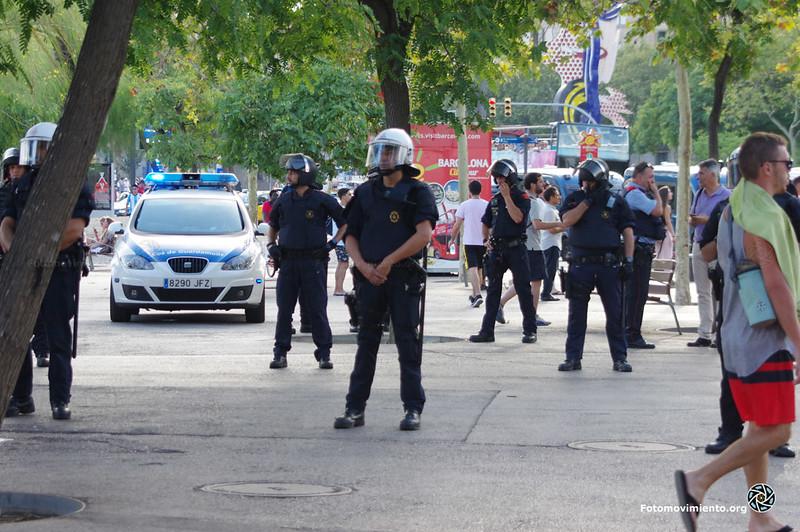 2018_08_12-Despliegue policial en la Barceloneta en contra de la venta ambulante-Manuel Roldán-01