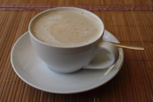 Durch Abänderung der Einstellungen für Latte Macchiato erreichter Milchkaffee