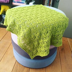 Now that the gift has been given, I get to show you the baby blanket I made for my new nibbling! This was a very enjoyable knit. #babyblanket #lullabyknits #knittersofinstagram #yarnygoodness #imadethis #craftybusiness #craft #knitting #yarn