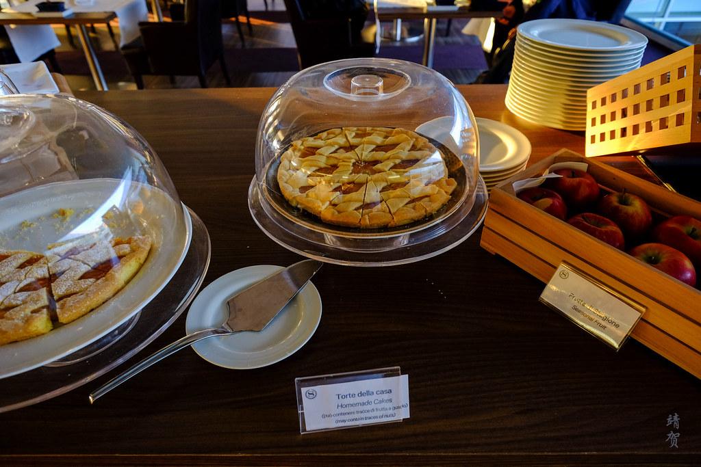 Homemade tarts and fruits