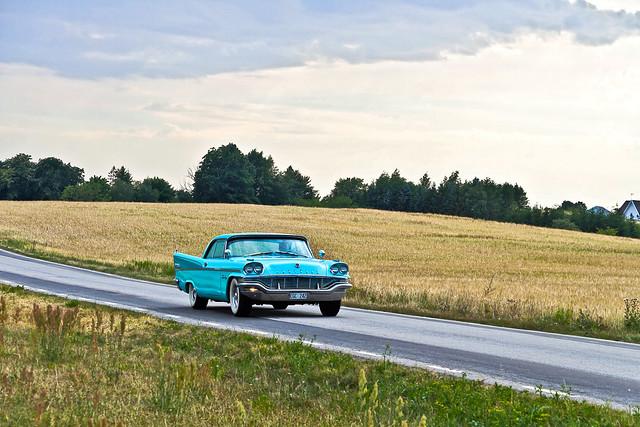 Cruising in the Swedish countryside ... (8333)