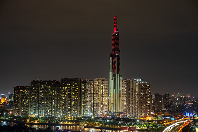Vinhomes Landmark 81 @ night, Nikon D750, AF Nikkor 70-210mm f/4-5.6D